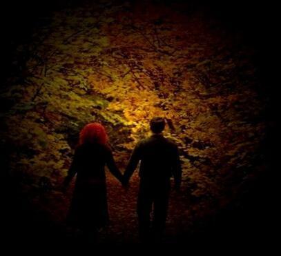 今生陪着你一起走走过人生每个路口今生和你肩并着肩相亲相爱温暖在