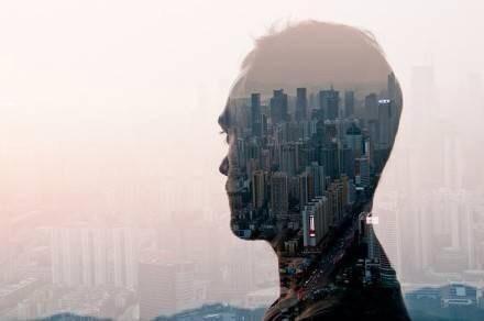 城市孤旅人