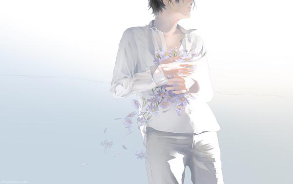 穿着白衬衫的男孩