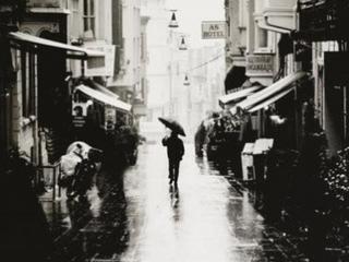 一场雨,一个人
