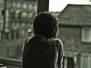在下雨的窗边