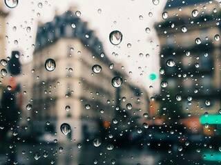 時雨が伴ってきた